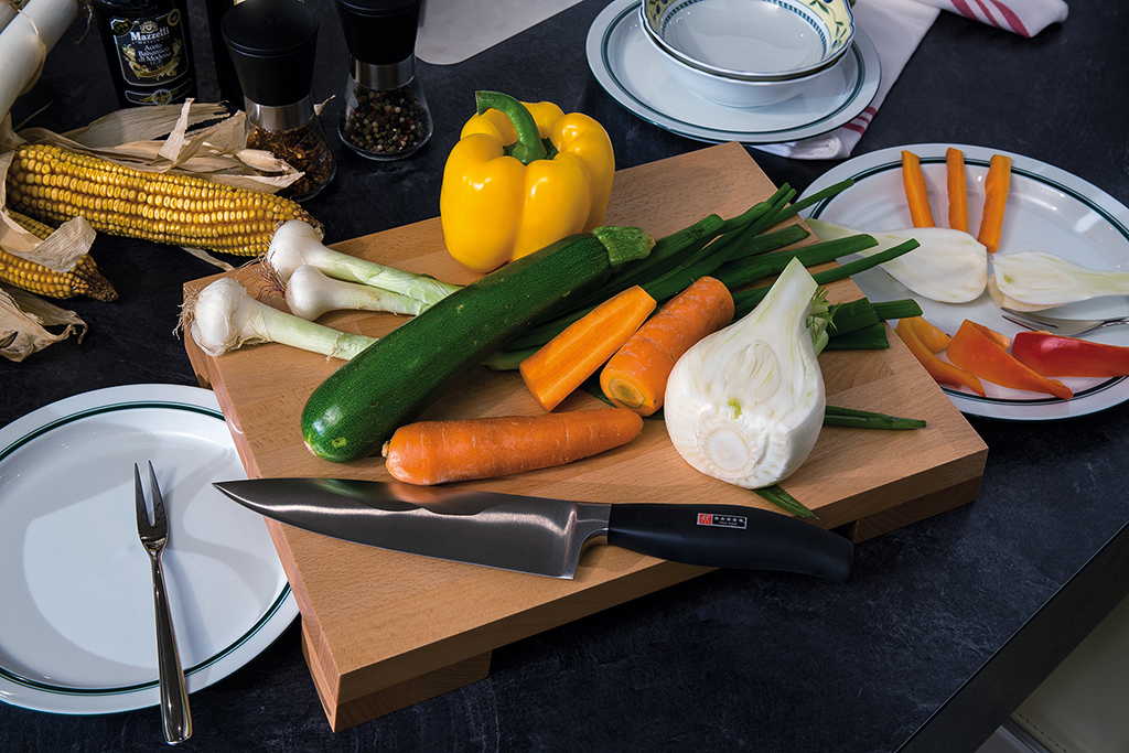 Artelegno Siena Raised Cutting Board - Recesses Below Make Serving Easy